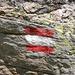 Immer noch ein ungelöstes Rätsel: Die österreichische  Flagge als Schweizer Wegmarkierung ... ;-)