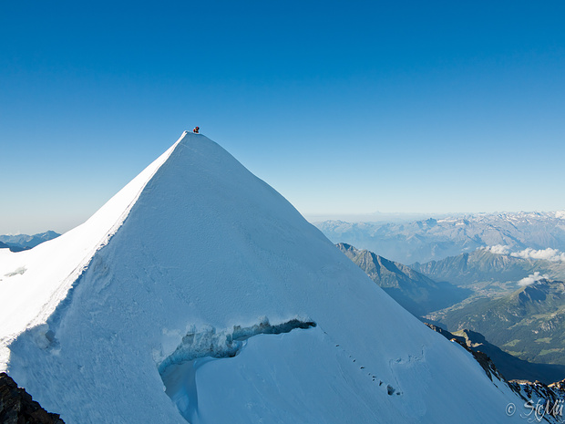 Der wunderbare, anregende Firngrat hinauf zum Gipfel des Castors.