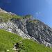 Fahnenmast der Augsburger Hütte in Bildmitte, die weissen Pixel auf dem Vorsprung. Links der Gatschkopf (?).