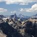 Viele bunte fremde Berge. Die ganzen alten Bekannten aus Vorarlberg tummeln sich alle im Westen.