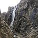 Tsuki hat das gesehen und fotografiert. Ich muss diesen Wasserfall übersehen haben. ;-)