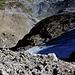 Foto von 2. Besteigungsversuch am 6.9.2011:<br /><br />Tiefblick von der Lücke auf den begangen Aufstieg über die Firnfelder.
