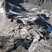 Wie werde ich mich beim Abstieg über den blockigen, steilen Südgrat anstellen? Jedenfalls ist hier höchste Konzentration nötig, das Gelände ist nicht wirklich schwer, aber sehr alpin.