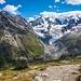 Zustieg zur Coaz-Hütte via Fuorcla Surlej. In der Mitte Biancograt und Bernina, rechts der Piz Roseg mit der Schneekuppe.