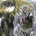 Röbi überlegt wie die Schlüssestelle im Abstieg vom Chli Schijen anzugehen ist...