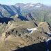 """Das eindrückliche Geröll-Plateau beim Giblistock - auf diesem [http://www.hikr.org/gallery/photo584579.html Bild] von vor zwei Jahren, hatte ich gemutmasst, dass der Mini-mini-gletscher (ca. 10x20m Eisfläche) in der Bildmitte innerhalb Jahresfrist verschwunden sein würde. Doch siehe da: Zwei schneereiche Jahre, und er """"lebt"""" wieder. Leider ergeht es allen etwas grösseren Gletschern nicht so..."""