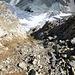 Der direkte Aufstieg vom Tumpiv-Gletscher ist diese steile rutschige Schuttrinne. Wenn wie heute wenig Schnee liegt, besser den Grat in der Mitte zwischen Punkt 3058 und Piz Tumpiv anvisieren.