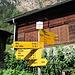da geht es hoch, es gibt nur noch eine Richtungsangabe nach Walkerschmatt. Der Hüttenweg zur Topalihütte zweigt später links ab.