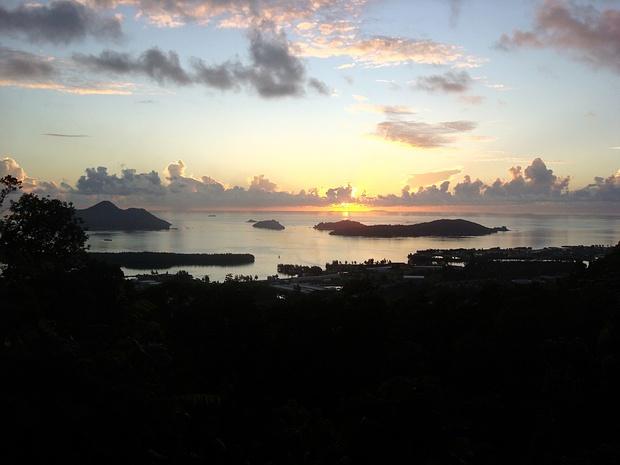 Sonnenaufgang ueber Cerf Island
