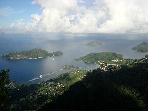 Blick gegen NW und dem Marine National Park mit den Inseln Conception. L' Islette (die kleine Insel bei der Kueste) wurde vor 40 Jahren meinem Schwiegervater fuer 40'000 US$ angeboten - WARUM hat er nur die Investition dazumal NICHT gemacht ? :-(