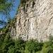 Interessanter Quergang nach Alpe Stüell - man achte die Wanderer auf dem Weg