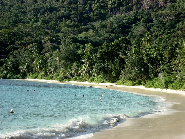 Anse Takamaka - nach dem Wandern ein erfrischendes Bad im Indischen Ozean