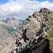 Zurück geht's über die kurze Felsstufe zur Jochspitze