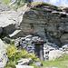 costruzione sottoroccia al Corte di Cima dell'alpe di Nassa
