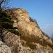 Nicht mehr weit zum Gipfelkreuz. Der NW-Grat bietet gute Einblicke ins grosse Band.