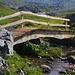 Bei den Hütten vom Planggenstafel (1964m) erleichtet seit diesem Jahr (2013) eine neue Brücke die Bachquerung.