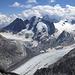Für mich das schönste und faszinierendste Bild dieser Tour: Der Blick über den Gletscherstrom des Vadrec del Forno auf die Nordwände von Cima di Vazzeda, Cima di Rosso und Monte Disgrazia. Bei diesem überwältigenden Anblick wurde mir wieder einmal bewusst, weshalb ich auf solche Berge steige...