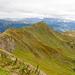 Kurz vor dem Gipfel Baukogel, quert der Weg durch steile Grasflanken.