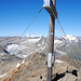 Das Gipfelkreuz des Schareck mit seiner/en luxuriösen Gipfelbuchkassette/n.