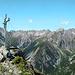 Gipfelfoto mit Lechtaler Prominenz. Viel Platz ist hier nicht - besser man nimmt nur einen kleinen Rucksack mit...