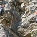 Hier dominiert Kletterei ohne Griffe, also viel steigen und hoffen dass es hält         [http://www.matthias.hikr.org Home]