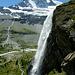 Der bekannte und oft fotografierte Arbenfall - das Matterhorn duckt sich richtiggehend...