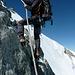 Fixe Seile am Grossen Gendarm - solch solides Material fehlt am Gipfelaufschwung gänzlich, obwohl es dort ähnlich anspruchsvoll ist...