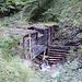 Die alte Staustufe im hinteren Kraxenbachtal. Hier wurde das Wasser aufgestaut, um dann damit die Hölzer gen Tal zu schwemmen.