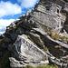 Die Kletterstelle unter dem Hauptgipfel. Die Route führt links hoch. Nicht sichtbar ist auf dem Foto die Ausgesetztheit.