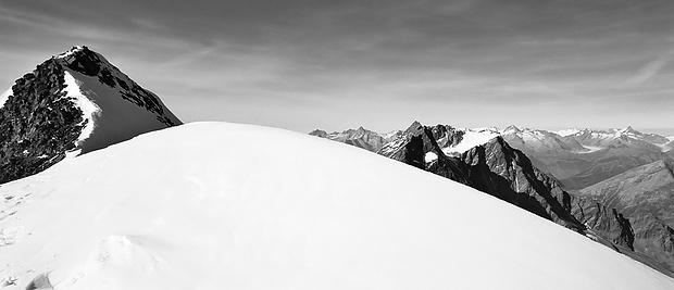 Rückblick zum Gipfelgrat des Weissmies!