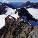 Unsere Abstiegsspur: Ersichtlich am (von hier gesehen) rechten Rand entlang des Felsens, der vom Egghorn runter führt. <br /><br />Im Hintergrund auch der Piz Linard.