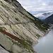 Entlang des Räterichsbodensees erreichen wir den Hüttenweg zur Bächlitalhütte SAC