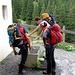 Pulizia scarponi alla Lindauerhütte. (foto Piera)