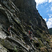 Im Quergang easy going - der 'blaue Bergsteiger weiter oben) ist grad in der ersten B/C-Stelle unterwegs.