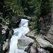 Die natürliche Felsbrücke am Beginn des Stuibenfalls - dahinter die Seibrücke des Klettersteigs.