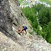 ...weiter im steilen Fels....<br />(rechts gerade noch zu sehen, die Aussichtskanzel für den (Normal-)Wanderer.