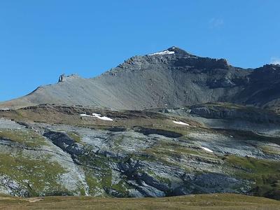 Muttenbergen Punkt 2895, links gerade nicht im Bild Kistenpass.