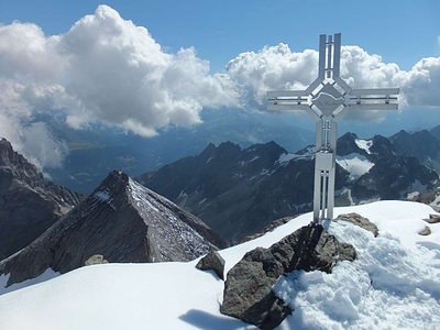 Gipfelkreuz Bifertenstock.