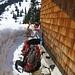 an der Friederalm (1653 m) - hier liegen schon über 1 m Schnee - hier ziehen wir endgültig die Schneeschuhe an