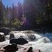 """Zwischen dem oberen und mittleren Wasserfall etwas """"ruhiges"""" Gewässer"""