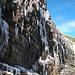 Eisfall mit Eiszapfen - Vorsicht glatt