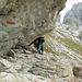 Felsbänder mit Überhang - Abgezwickte tun sich beim Kriechen auf allen Vieren leichter!<br />