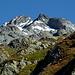 Der Südgrat des Gross Düssi beim Aufstieg aus dem Brunnital. Bis dort hinauf ist es noch weit.