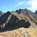 Unterwegs am wanderbaren Bergkamm zum Lauser (links mit Vorgipfel).<br />Ganz rechts der Hochreichkopf (3008m).
