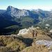 Petra und Erich am Westkamm des Kleinen Griessteins.<br />Hinten der Brandstein, links von ihm die Eisenerzer Alpen und Seckauer Tauern, rechts von ihm das Gesäuse und das Tote Gebirge.
