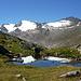 Gipfel im Ramolkamm spiegeln sich in einem kleinen Teichlein.