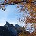 Über dem Plattenbödeli wärmt die Herbstsonne nach dem Aufstieg durch das kühle Brüeltobel: Stauberenchanzlen in herbstlichem Rahmen.