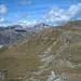 Blick zur Alp Munt - Munt Sura<br /><br />rechts über die braune Kuppe unterhalb vom Grat führte der Aufstiegsweg