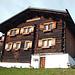 1394 gebaut, 2001 renoviert. War wohl nötig. Sagenhaft, das Haus hat 600 Jahre dort gestanden. Sag mal einer was gegen Holz und Blockbauweise.