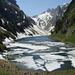 Noch erinnern dicke Eisschollen auf dem Fälensee an den langen und strengen Winter
